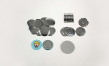 100 placek 44 mm s magnetem (odznaky, buttony)